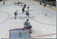 Шайба срикошетила от лица россиянина в ворота в матче НХЛ