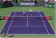 Теннисист Надаль запустил ракетку на трибуны в попытке отбить мяч
