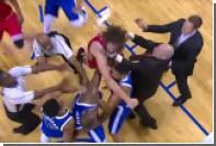 Два стокилограммовых баскетболиста подрались в матче НБА