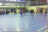 Юная ростовчанка наступила на голову москвичке во время гандбольного матча