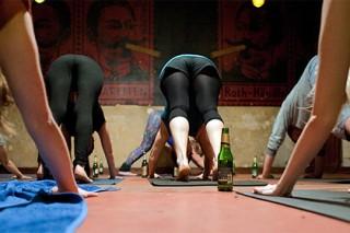 В Москве открылись курсы йоги для любителей пива