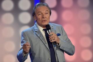 Чешский певец Карел Готт вернется на сцену после борьбы с раком и операций