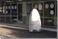 Пьяный американец опрокинул робота-охранника