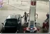 В Китае укравший сумку вор на мопеде врезался в стену