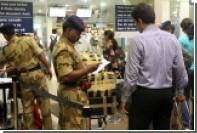 Авиакомпании внесли индийского политика в черный список за избиение мужчины
