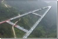 В Китае открыли прогулочную дорожку со стеклянным полом на высоте 200 метров