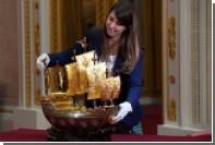 В Букингемском дворце покажут тотемный столб и трон из бисера Елизаветы II