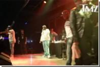 50 Cent ударил схватившую его за руку фанатку