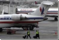 American Airlines отстранила ударившего женщину детской коляской бортпроводника