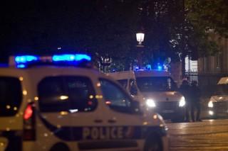 Полиция провела обыск в пригороде Парижа в связи с нападением боевика