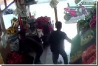 Турецкий лавочник поразил вооруженного злоумышленника томатом в глаз