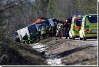 В Швеции три человека погибли и 56 пострадали при съезде автобуса в кювет