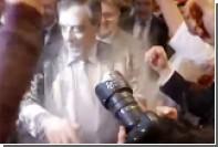Фийона обсыпали мукой перед выступлением в Страсбурге