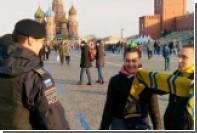 Полицейского на Красной площади насторожили желто-синие шарфы фанатов «Ростова»
