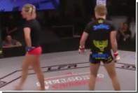 Американка из-за слуховых галлюцинаций отвернулась от соперницы в MMA-поединке