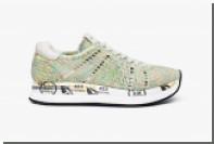 Итальянские кружевницы сплели кроссовки на коклюшках