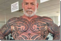 Британский бодибилдер за год покрыл все тело татуировками