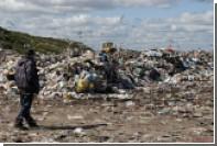 Американец нашел телефон сына в 15-метровой куче мусора