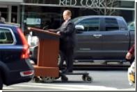 Звезда «Шпиона» в образе пресс-секретаря Трампа оседлала трибуну-самоходку