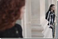 Chanel показал играющих моделей-шахматисток в платьях со стразами