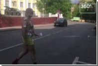 Мужчина в плавках пожевал деньги у «Гоголь-центра»