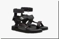 Prada предложила практичные сандалии за 500 долларов