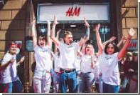 Москвичи выстроились в очередь на вход в новый H&M