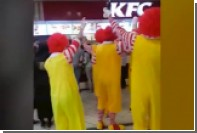 Нетрезвые Рональды Макдональды устроили акцию протеста в британском KFC