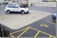 Американка запрыгнула на капот кроссовера в попытке остановить угонщика