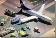 В аэропорту Лос-Анджелеса Boeing опрокинул грузовик с людьми