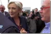 Марин Ле Пен закидали яйцами во время предвыборной поездки в Бретань
