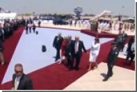 Мелания Трамп отказалась взять за руку супруга после приземления в Израиле
