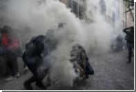 Полиция применила слезоточивый раз против протестующих в Париже