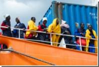 Испанские спасатели вытащили из воды беженцев из взорвавшейся лодки