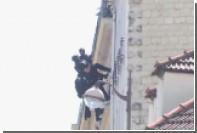 Французский спецназ взял штурмом квартиру буйнопомешанного парижанина
