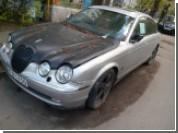 Печальное зрелище: брошенный в Украине Jaguar с кричащей запиской на стекле