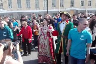 Защитник «Зенита» прогулялся по Санкт-Петербургу в образе Петра I