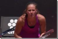 Российская теннисистка Касаткина неудачно упала на турнире в Риме