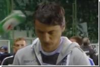 Матч чемпионата Греции прервали из-за попавшей в голову тренера банки пива