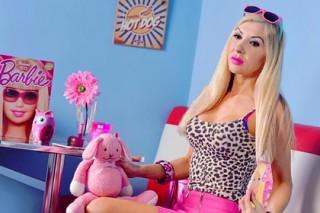 Британка потратила 25 тысяч долларов на пластику ради внешности куклы Барби