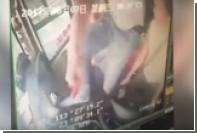 Поссорившийся с женой китаец вырвал руль у водителя и перевернул автобус