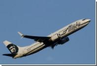 С рейса Alaska Airlines за непристойности в адрес стюардесс сняли 11 дебоширов