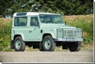 Роуэн Аткинсон выставил на торги свой раритетный Land Rover с кожухом для собаки