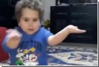 Турецкий мальчик станцевал в честь окончания Рамадана