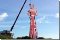Гигантская фигура Терезы Мэй показала Европе непристойный жест