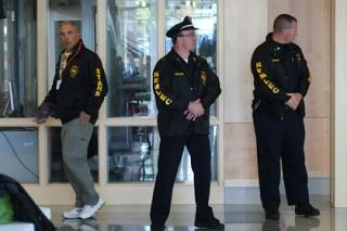 В США полицейские оцепили торговый центр из-за вооруженного мужчины