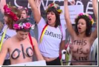 Активистки Femen устроили топлесс-акцию протеста из-за суда над товарками