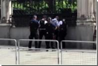 Опубликовано видео задержания вооруженного мужчины возле парламента в Лондоне