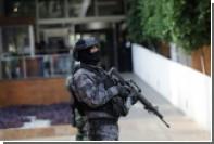 Мужчина перерезал горло бывшей жене в торговом центре в Мексике