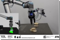 Строящего башенки из камней робота показали на видео